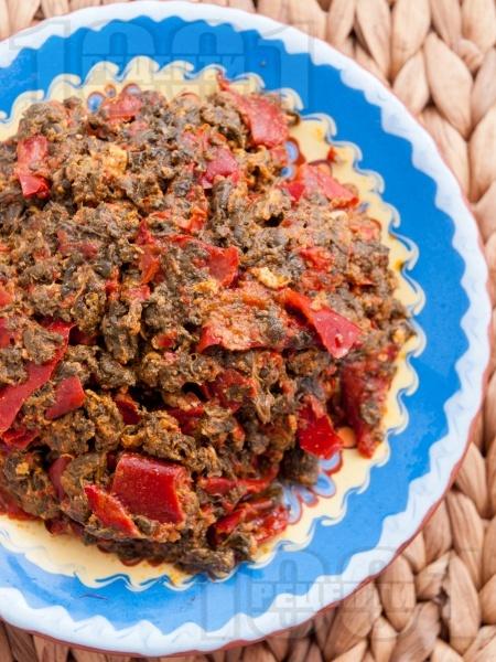 Комбос - ястие с лапад, яйца и сушени чушки - снимка на рецептата